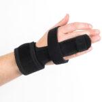 Rafys vingerbrace voor het spalken van de vinger aan de middenhand